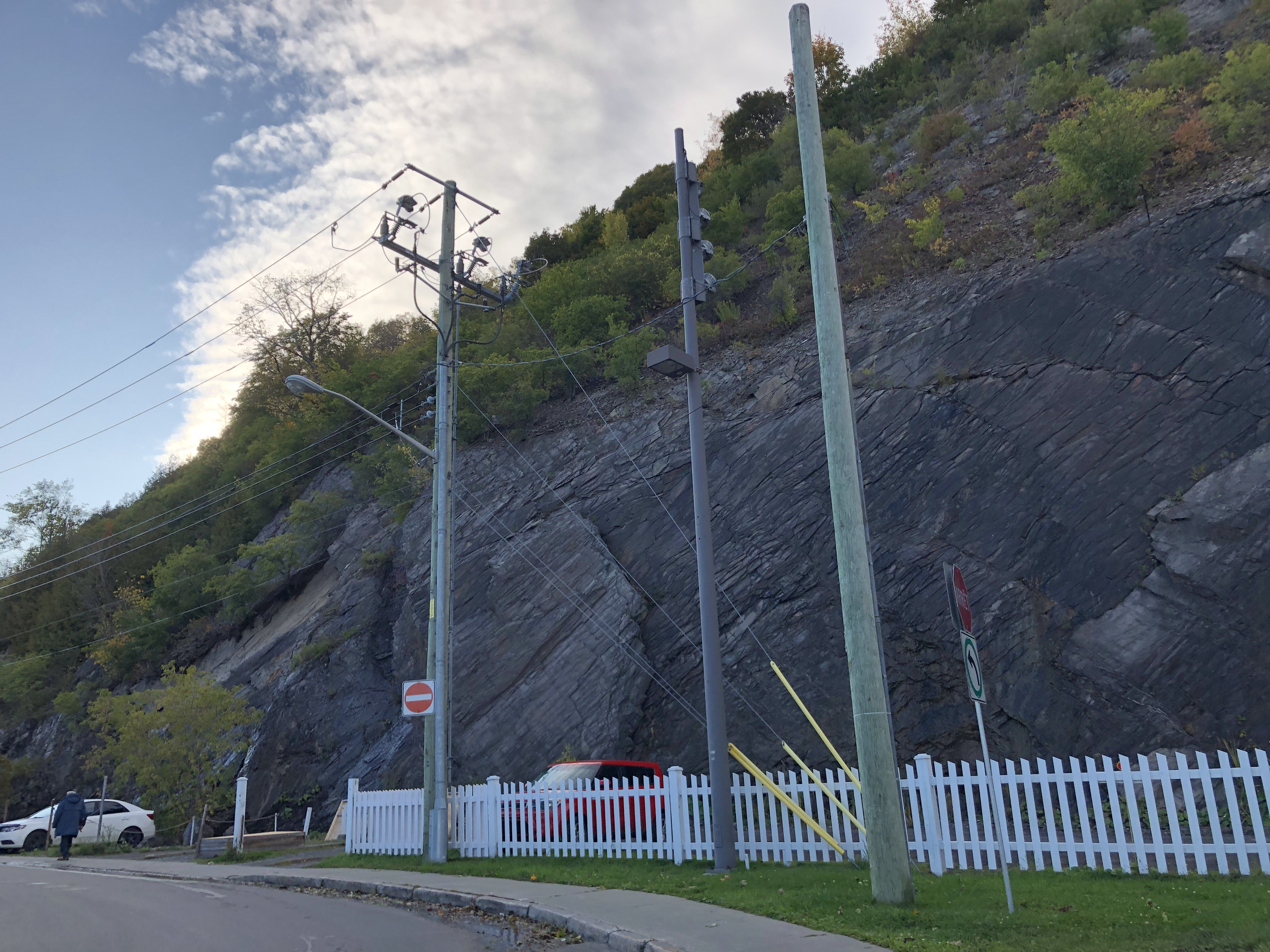 Quartz rich black cap stone near petit Champlain neighbourhood with the citadel above